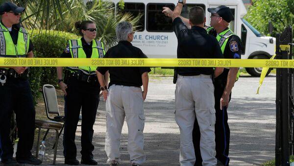 Policía cerca de una iglesia de Charleston - Sputnik Mundo