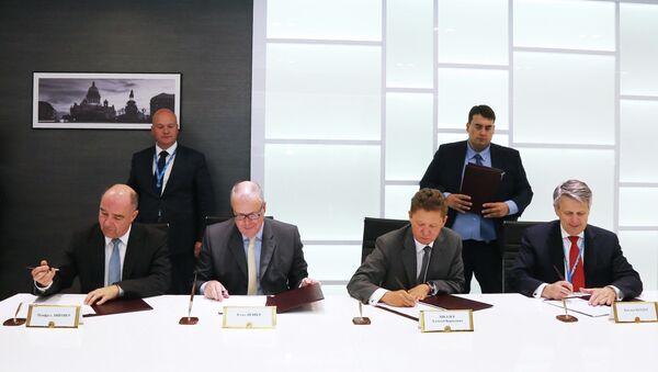 CEOs firman un memorando sobre construcción un gasoducto desde Rusia hasta Alemania a través del mar Báltico - Sputnik Mundo