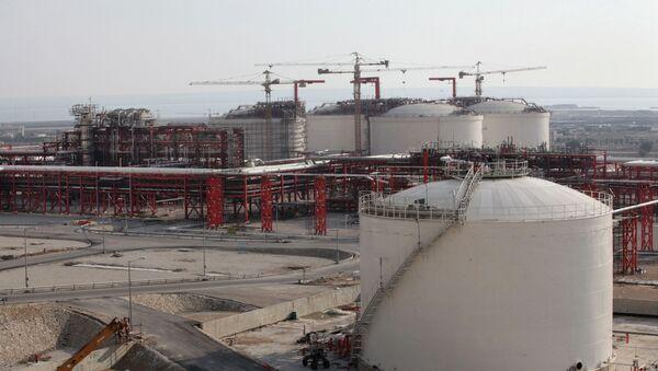 Una refinería de gas en Irán - Sputnik Mundo