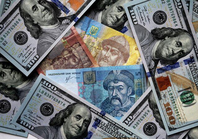 Dólares de EEUU y grivnas de Ucrania