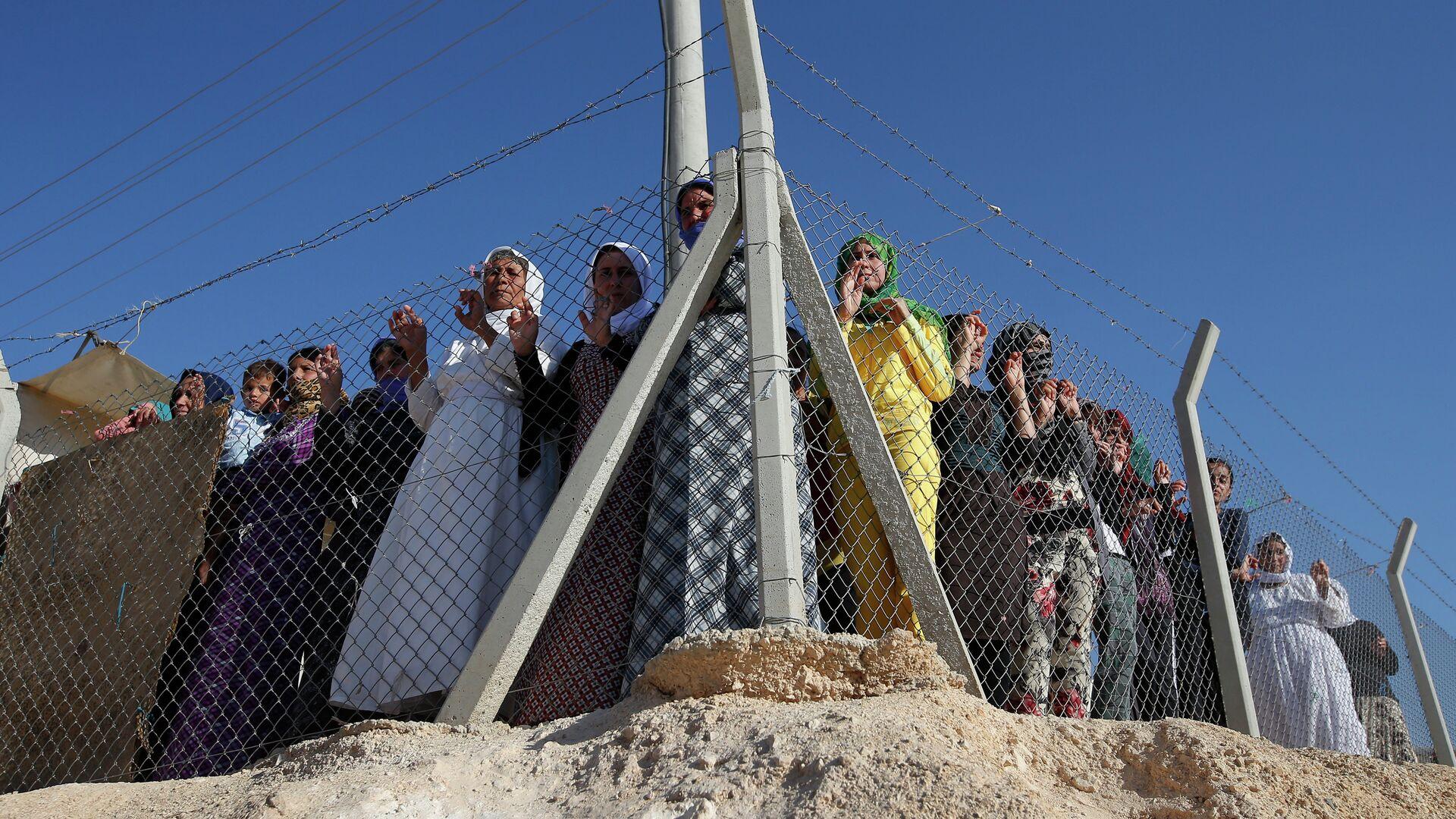 Refugiados sirios en el campo de refugiados de Midyat en Mardin, sudeste de Turquía - Sputnik Mundo, 1920, 02.07.2021