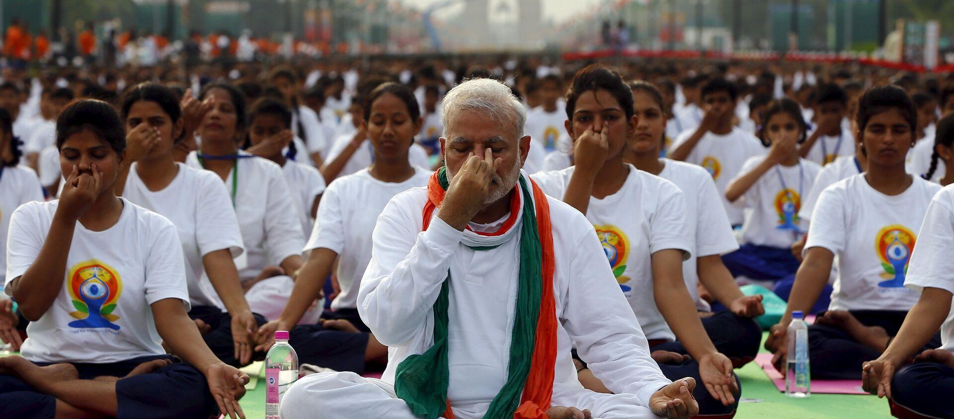 Narendra Modi, primer ministro de la India da clase de yoga para 35.000 personas en Nueva Delhi - Sputnik Mundo, 1920, 21.06.2015