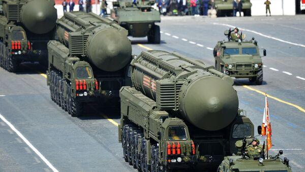 Sistemas de misiles balísticos intercontinentales RS-24 Yars durante el Desfile de la Victoria en la Plaza Roja - Sputnik Mundo