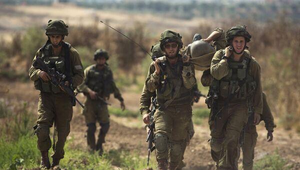 Soldados israelíes al lado de la frontera de la Franja de Gaza (archivo) - Sputnik Mundo