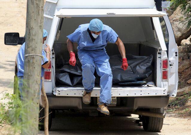Hallazgo de diez cuerpos en fosas clandestinas en puerto mexicano de Acapulco