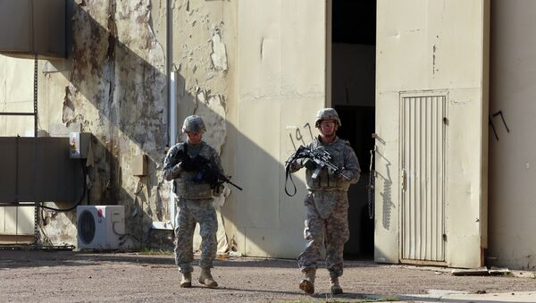 American soldiers walk around at the Taji base complex which hosts Iraqi and US troops and is located thirty kilometres north of the capital Baghdad on December 29, 2014. - Sputnik Mundo
