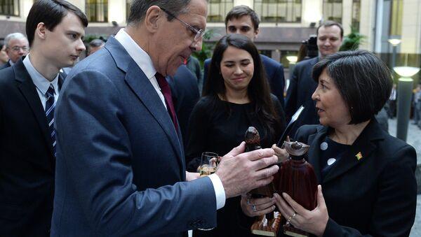 Serguéi Lavrov, ministro de asuntos exteriores de Rusia, y María Luisa Ramos Urzagaste, embajadora de Bolivia en Rusia (Archivo) - Sputnik Mundo