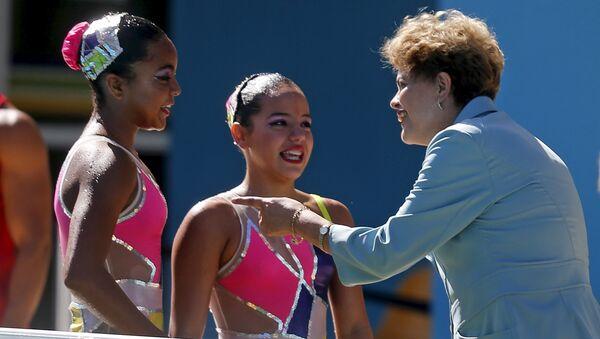 Dilma Rousseff visita las instalaciones de natación del Parque Olímpico de Río de Janeiro - Sputnik Mundo