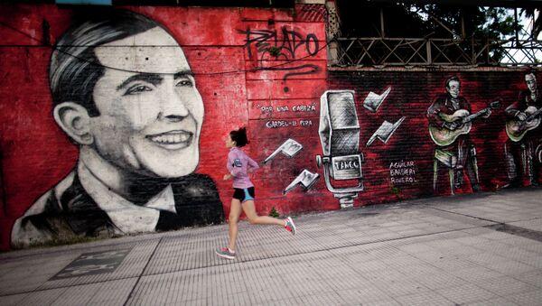 Un grafiti de Carlos Gardel - Sputnik Mundo