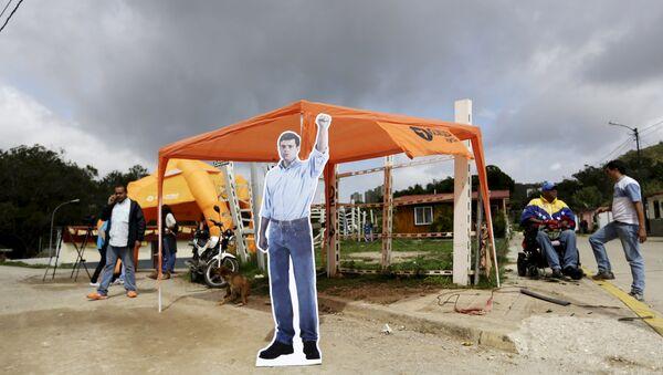 Una imagen de cartón del encarcelado líder de la oposición venezolana Leopoldo López - Sputnik Mundo