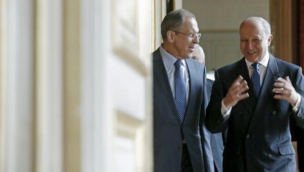 Canciller de Rusia, Sergei Lavrov y canciller de Francia, Laurent Fabius en París - Sputnik Mundo