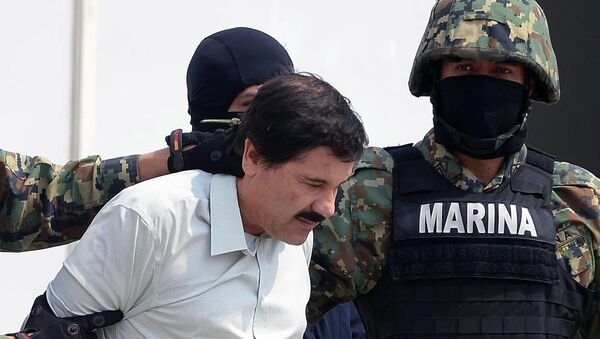 El 'Chapo' Guzmán durante su detención en Mazatlán, el 22 de febrero de 2014 - Sputnik Mundo