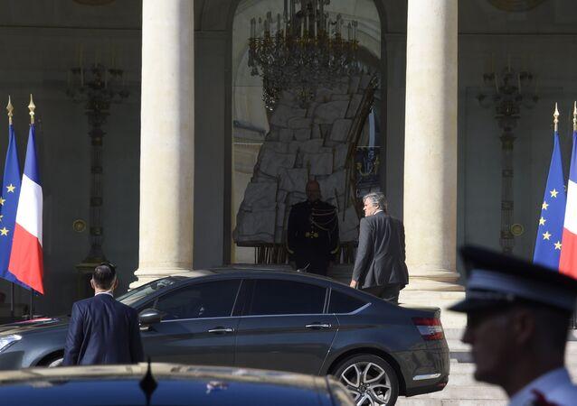 Stephane Le Foll llega en el Palacio del Elíseo para una reunión de emergencia de los jefes de la seguridad
