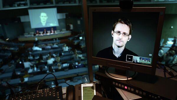 Edward Snowden, excolaborador de los servicios secretos de EEUU - Sputnik Mundo