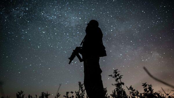 Soldado ucraniano en Donbás - Sputnik Mundo