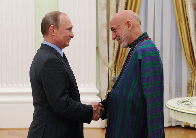 Vladímir Putin, presidente  de Rusia y Hamid Karzai, expresidente de Afganistán