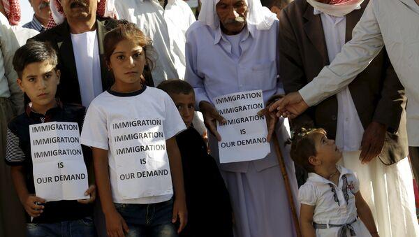 Gente en el campo de refugiados sirios e iraquíes en Midyat, Turquía, el 20 de junio, 2015 - Sputnik Mundo