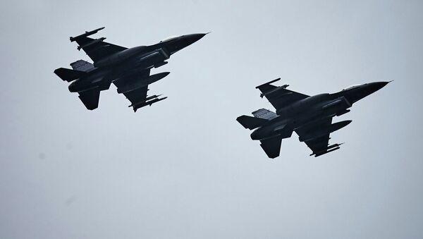 Cazas F-16 - Sputnik Mundo