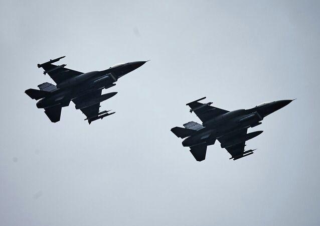 Cazas F-16 de Polonia