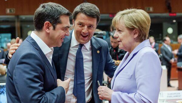 Alexis Tsipras, Matteo Renzi y Angela Merkel después de la reunión del Eurogrupo - Sputnik Mundo