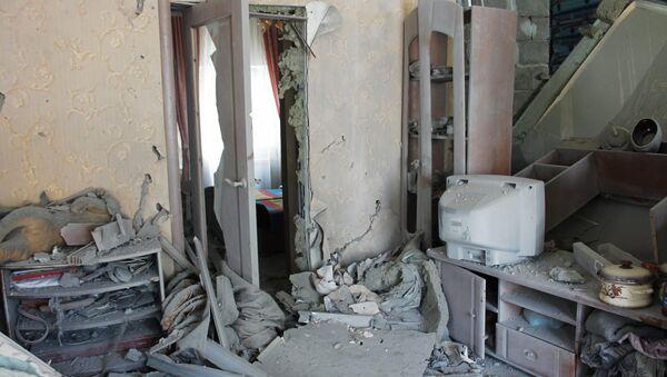 Casa afectada por los bombardeos de Donetsk - Sputnik Mundo