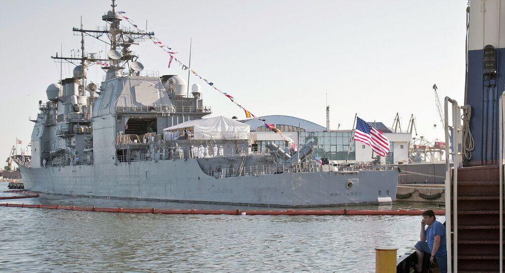 Buque de guerra estadounidense, USS Monterey, en el puerto rumano de Constanta del mar Negro
