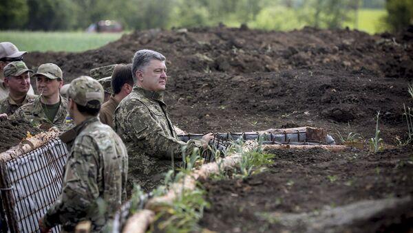 Petró Poroshenko, presidente de Ucrania, en la región de Donetsk - Sputnik Mundo