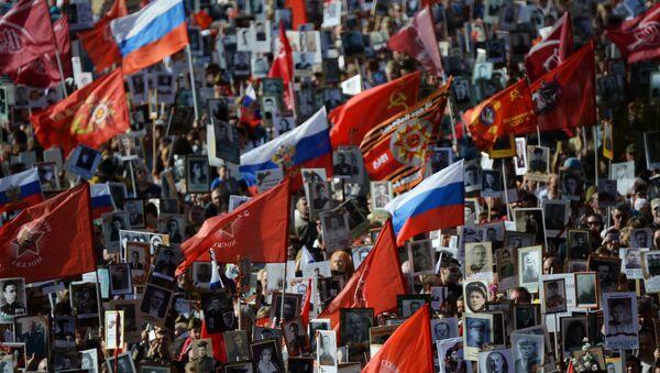El 'Regimiento Inmortal' recibe el principal premio de televisión ruso - Sputnik Mundo