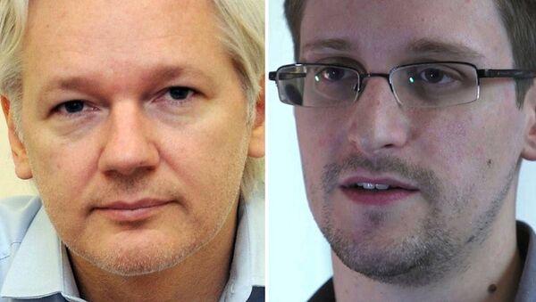 Fundador de Wikileaks, Julian Assange, y exanalista de la CIA, Edward Snowden - Sputnik Mundo