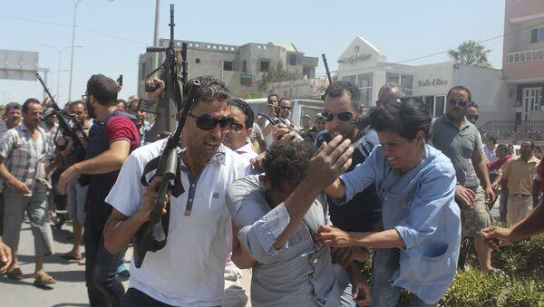 Policia tunecina actúa en el lugar del atentado contra el complejo hotelero Imperial Marhaba cerca de Susa. 26 de junio de 2015 - Sputnik Mundo