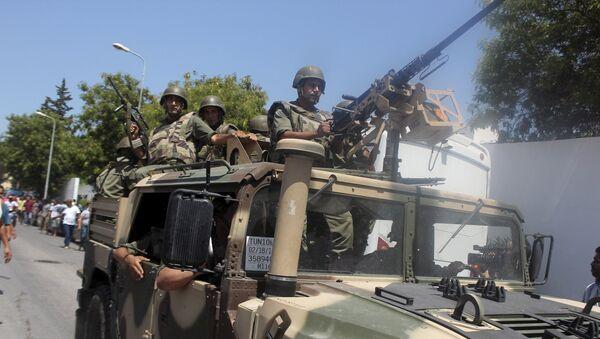 Soldados del ejército tunecino en el lugar del atentado - Sputnik Mundo