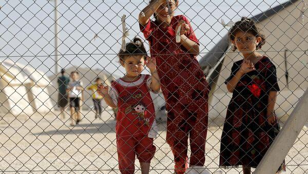 Niños en el campo de refugiados sirios e iraquíes en Midyat, Turquía, el 20 de junio, 2015 - Sputnik Mundo