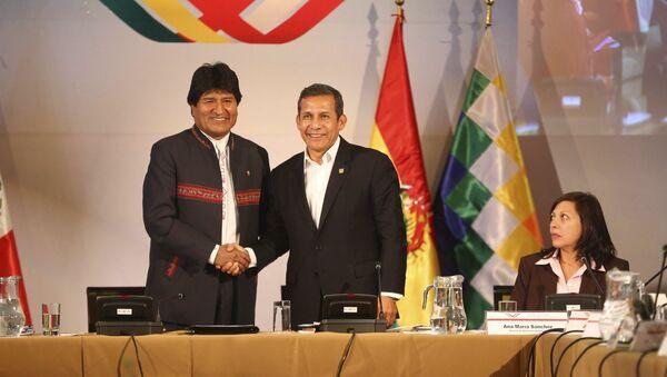 El presidente de Perú, Ollanta Humala (dcha.), y el presidente de Bolivia, Evo Morales - Sputnik Mundo