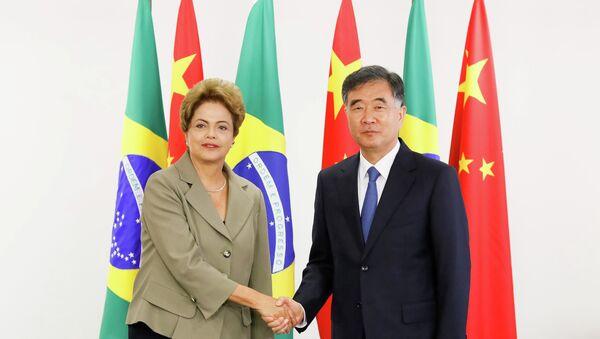 La presidenta de Brasil, Dilma Rousseff, el viceprimer ministro chino, Wang Yang - Sputnik Mundo