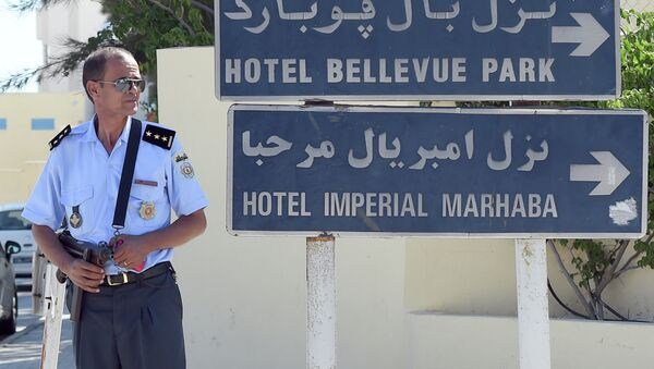 Policia tunecina en el lugar del atentado terrorista en el hotel Imperial Marhaba. 26 de junio de 2015 - Sputnik Mundo