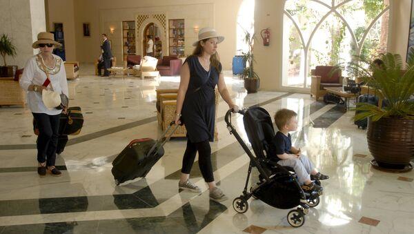 Turistas abandonan hotel Imperial Marhaba - Sputnik Mundo