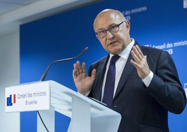 Michel Sapin, ministro de finanzas de Francia, en Bruselas, Bélgica, el 27 de junio, 2015