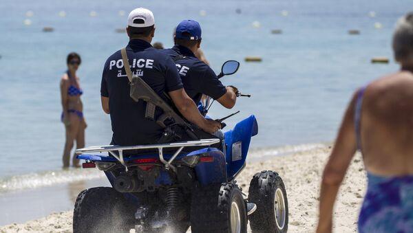 Autoridades de Túnez arman a la policía turística despues de ataque terrorista - Sputnik Mundo