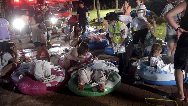 Víctimas heridos durante el incendio en el parque acuático Formosa Fun Coast en Taiwán, el 27 de junio, 2015 - Sputnik Mundo