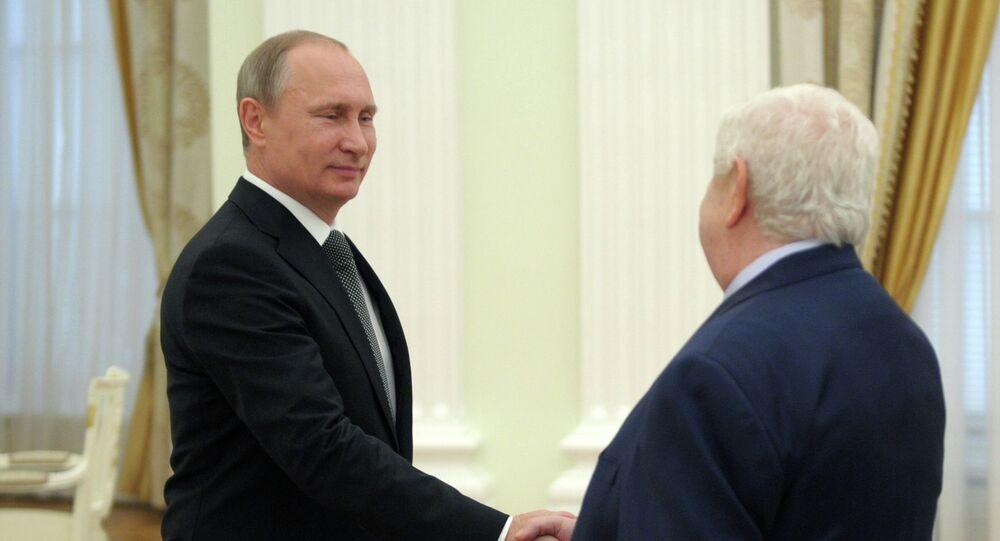 Vladímir Putin, presidente de Rusia, y Walid Muallem, ministro de Asuntos Exteriores de Siria, el 29 de junio, 2015