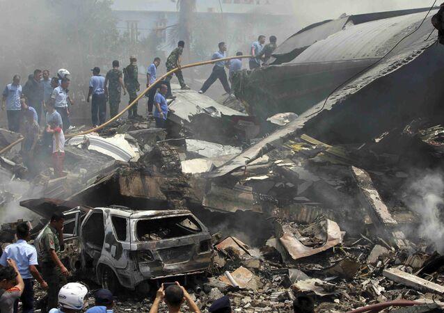 Lugar de crash del avión militar en Indonesia