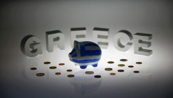 Hucha en los colores de bandera griega - Sputnik Mundo