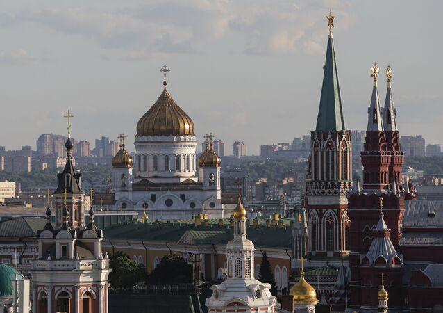 Catedral de Cristo Salvador, el Kremlin y el Museo Estatal de Historia en Moscú
