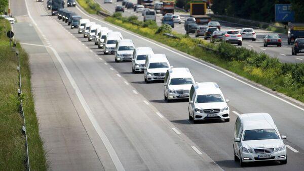 Una caravana de coches fúnebres con los restos de las víctimas de Germanwings - Sputnik Mundo