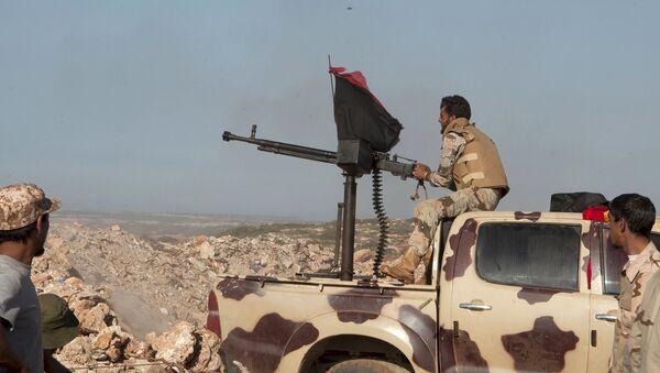 Soldados de fuerzas pro-gubernamentales libias - Sputnik Mundo