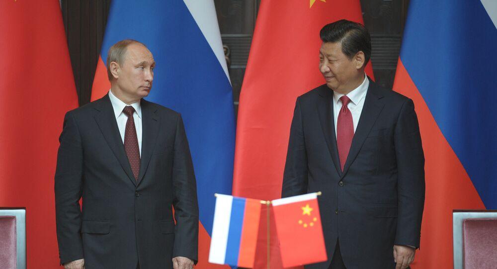 Presidente de Rusia, Vladímir Putin, y presidente de China,  Xi Jingping, durante la visita del mandatario ruso a Pekín en mayo del 2014