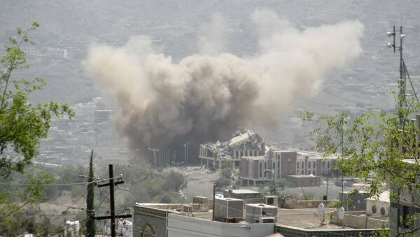 Bombardeos de la ciudad de Taiz en Yemen - Sputnik Mundo