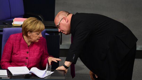 La canciller  de Alemania, Angela Merkel, y el jefe de la Cancillería Federal de Alemania, Peter Altmaier - Sputnik Mundo