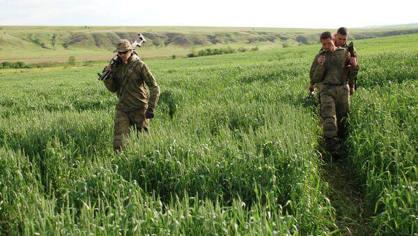 Батальонная разведка ополчения ДНР в районе поселка Широкино - Sputnik Mundo