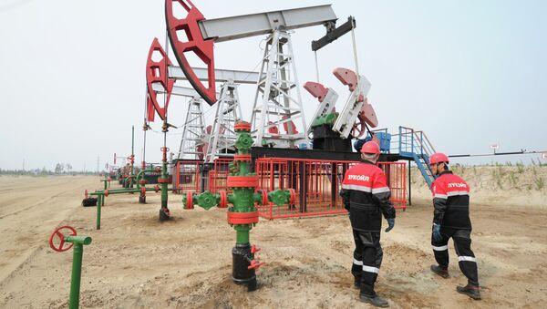 Extracción del crudo en la petrolera rusa Lukoil, que participa en las licitaciones en México - Sputnik Mundo